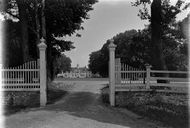 Mount Vernon vista through west gate