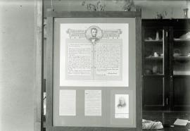 Neg no. 156 : Lincolniana ; The Gettysburg Address in swinging frame
