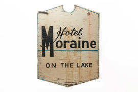 Hotel Moraine-on-the--Lake sign